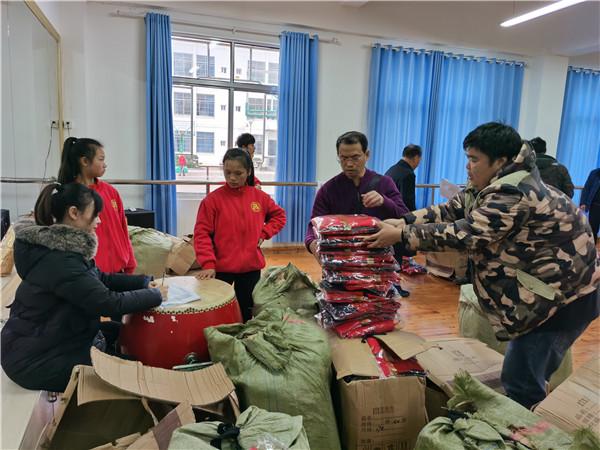 贵州省福慧缘慈善协会为铜仁市特教学校捐赠798套校服这些孩子这个冬天挺温暖 公益 第3张
