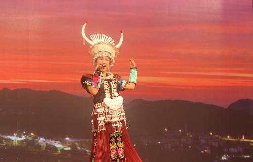 苗家金嗓子羽茜子在央视演出深受中央多部委领导高度赞赏 娱乐 第2张