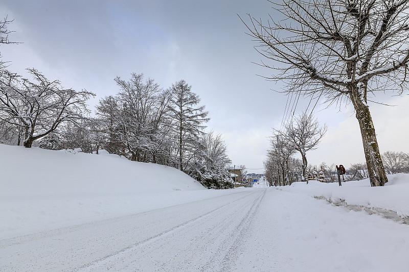 佳木斯到牡丹江雪乡多少公里?