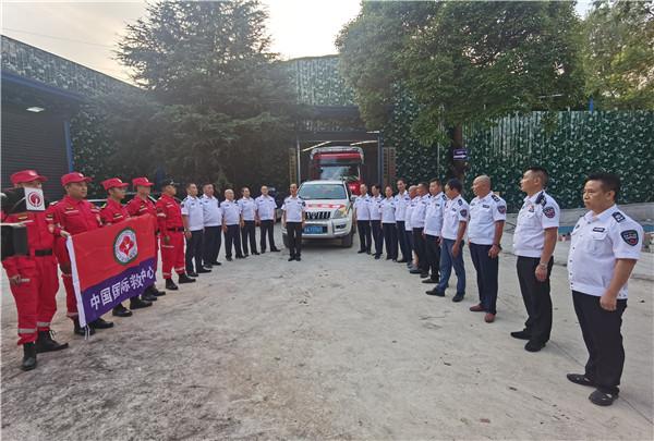 贵州省救援总队救灾物资连夜发车 驰援河南 公益 第1张